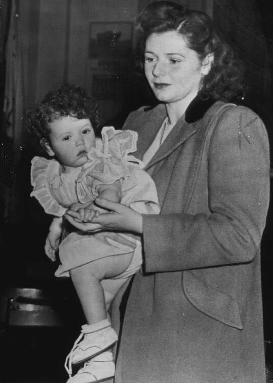 Joan Barry and her child Carol Ann