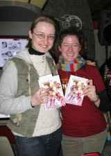Svetlana Chmakova (left) at the New York Anime Festival 2007.