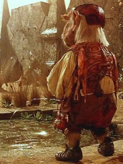Labyrinth - Hoggle peeing