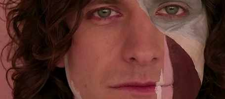 Gotye in his famous music video.