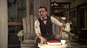 Tobey Maguire as Nick Carraway.