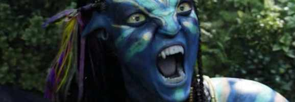 Neytiri bares her teeth during a battle on Pandora.