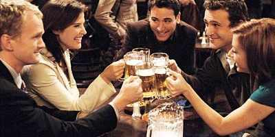 How I Met Your Mother cast enjoying a drink