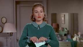 Judy Barton tears up her letter of defiance in Vertigo