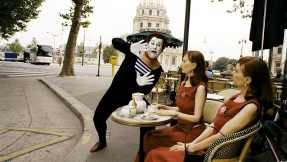 A mime amuses Parisian women in Paris, Je T'aime