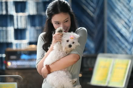 Han-na playing with her dog, showing her playful side to Sang-jun.