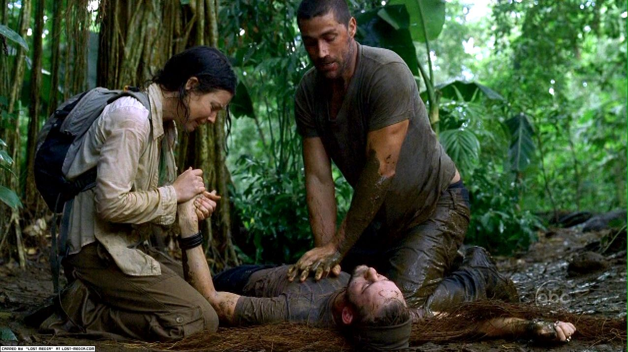 Kate and Jack find Charlie dead in the jungle