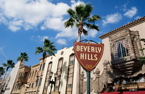 The characters in The Last Tycoon stay sheltered in Beverly Hills, ignoring the slums of Skid Row.
