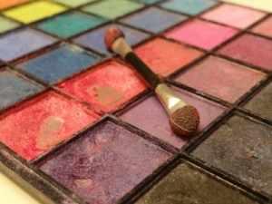 Eye shadow color palette. (Source: www.morguefile.com)