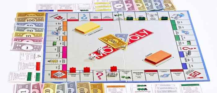 Monopoly_board_on_white_bg