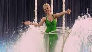 Far from being a dazzling princess, DeAnna Moran (Scarlett Johansson) is a stuck-up primadonna.