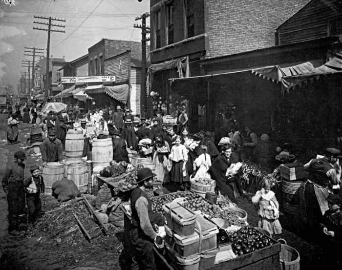 An image of an open bazaar from the 1920's.