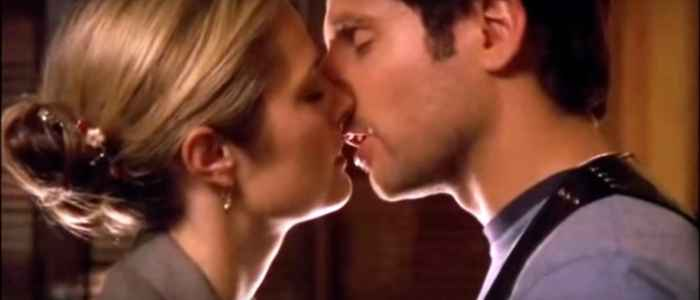 "An almost kiss between Shawn and Juliet in the Psych episode ""Bounty Hunters!"" Author's screenshot captured via Youtube."